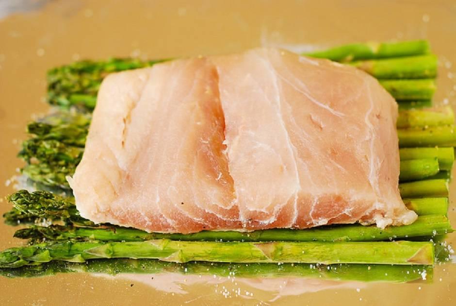 Involtini di pesce spada e asparagi