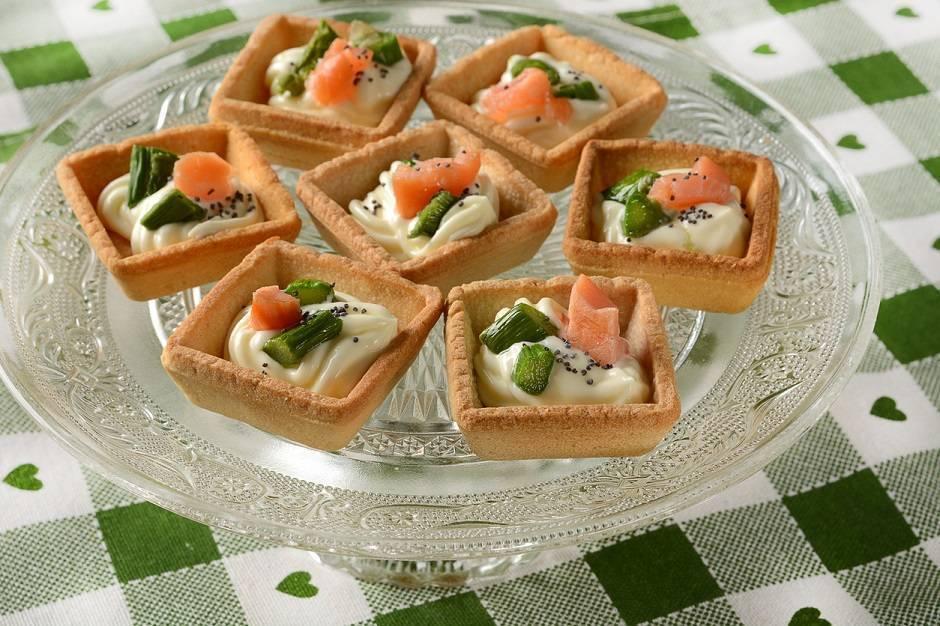 Tartine salmone ed asparagi