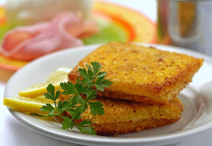 Crostini di mozzarella e acciughe
