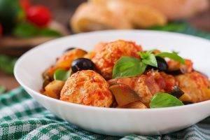 polpette di pollo con peperoni e olive