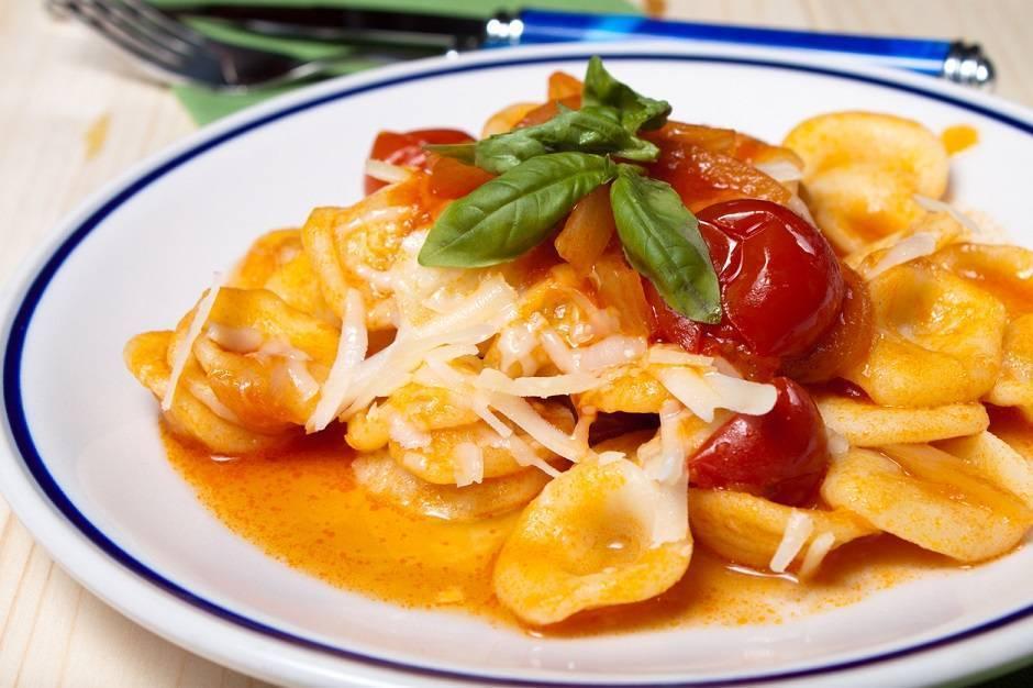 Orecchiette con pomodorini e cacioricotta