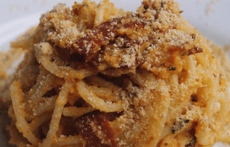 spaghetti alla crema di zucca con speck croccante