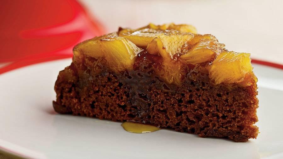 Torta soffice con ananas e cioccolato