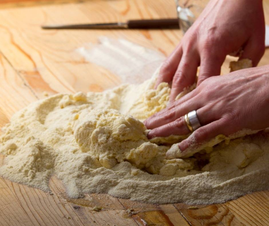 Pizza con salumi fatta in casa come riutilizzare gli avanzi for Ottenere un prestito per costruire una casa