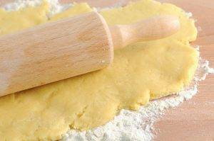 crostata all'olio con confettura di fragole
