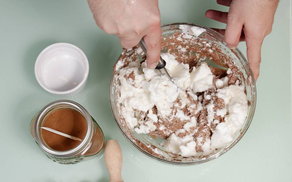 Rotolo al cioccolato con crema di mascarpone e caffé