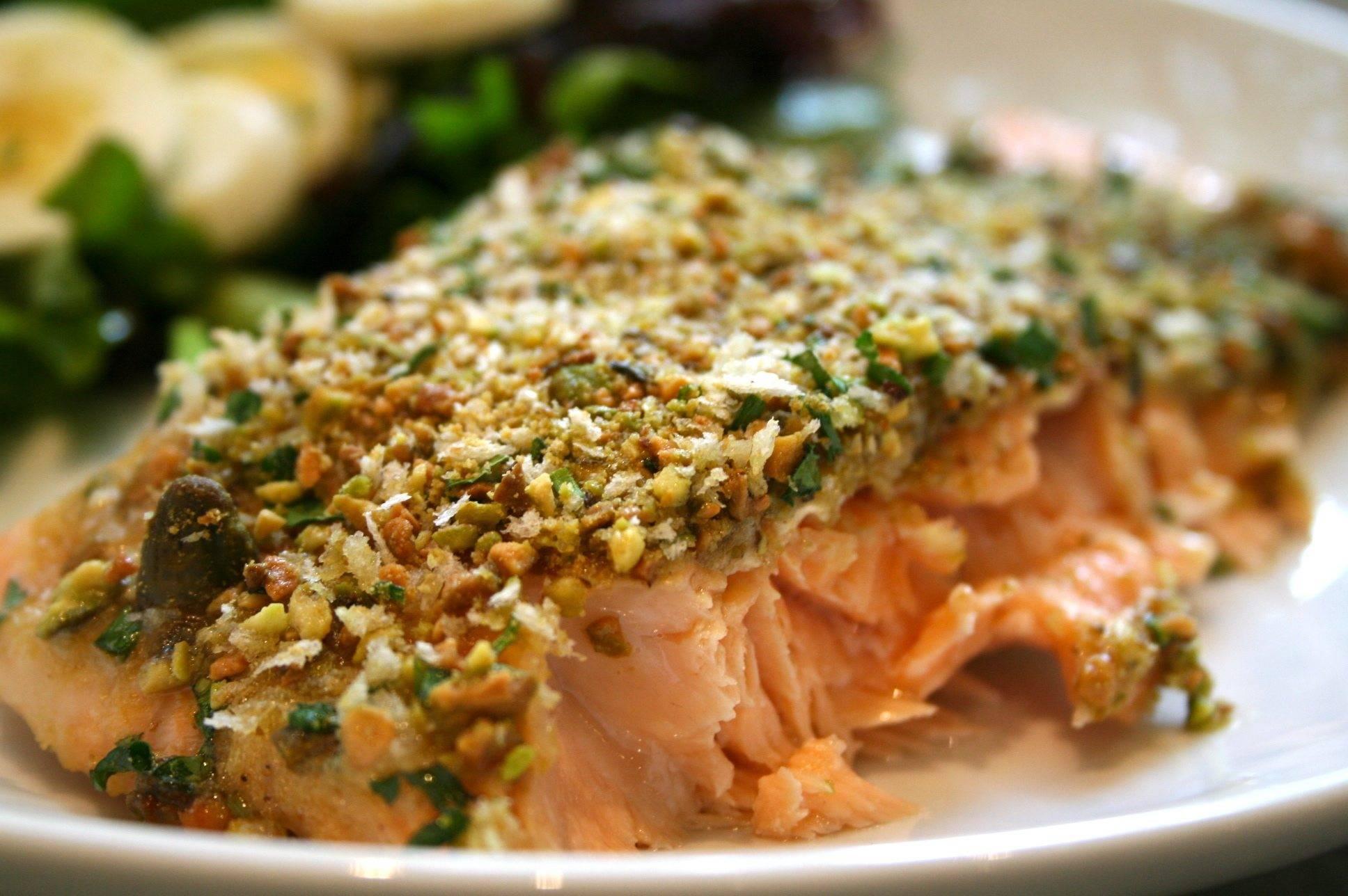 salmone con pistacchi