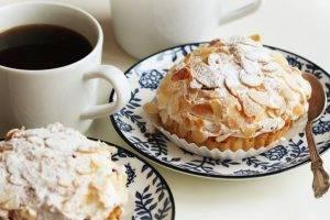 crostata con crema al mascarpone e mandorle