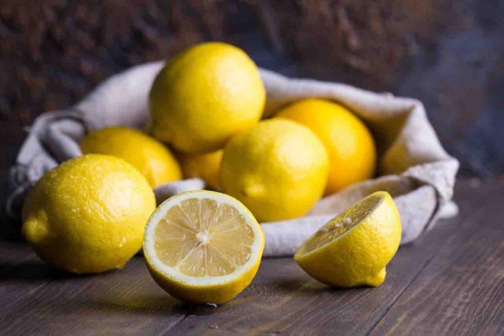 Pulire e pelare un limone FOTO ricettasprint