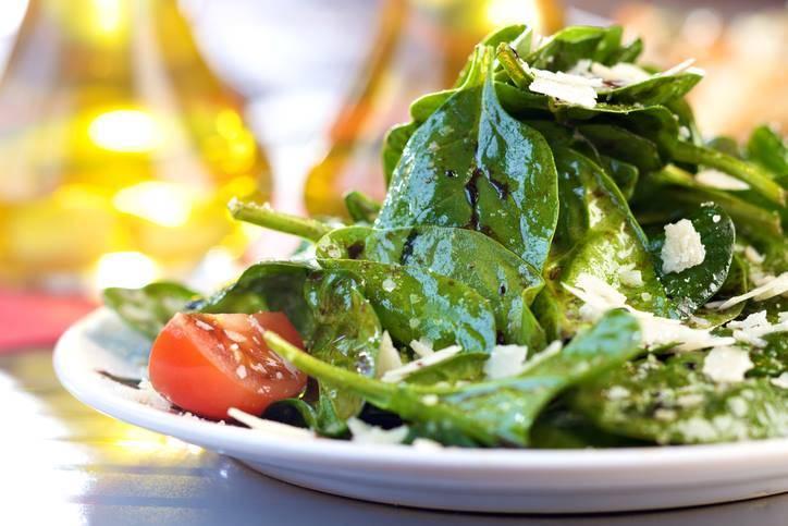 insalata di spinaci, grana e pomodorini