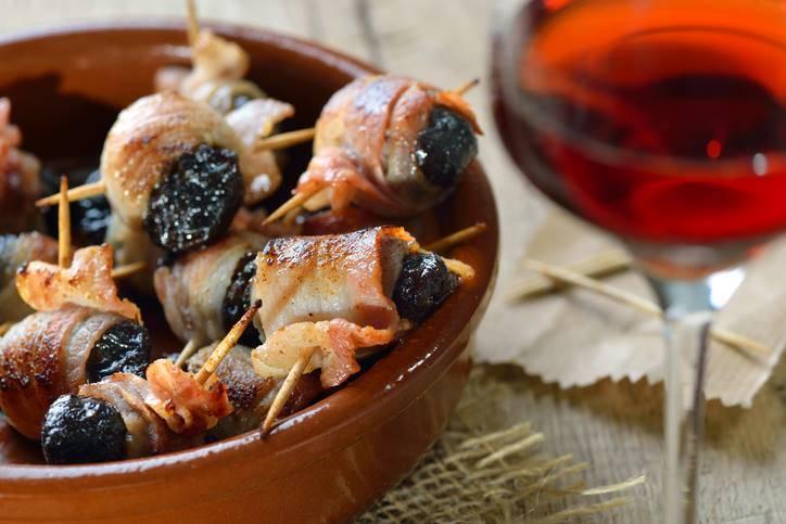 Involtini di Bacon con Prugne, elegante quanto semplice