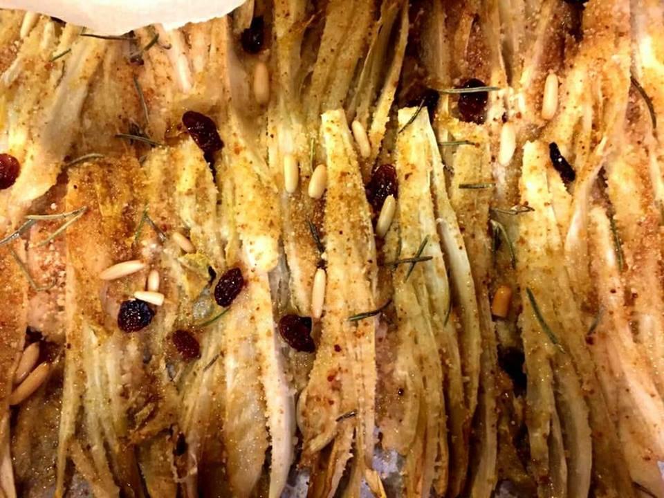 indivia belga gratinata con pinoli, uvetta e rosmarino