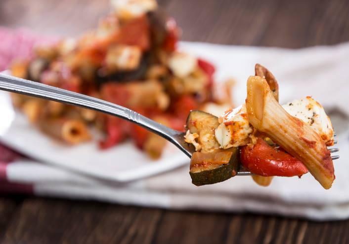 pasta fredda con peperonata e mozzarella