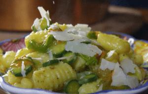 gnocchi con zucchine e fiori di zucca