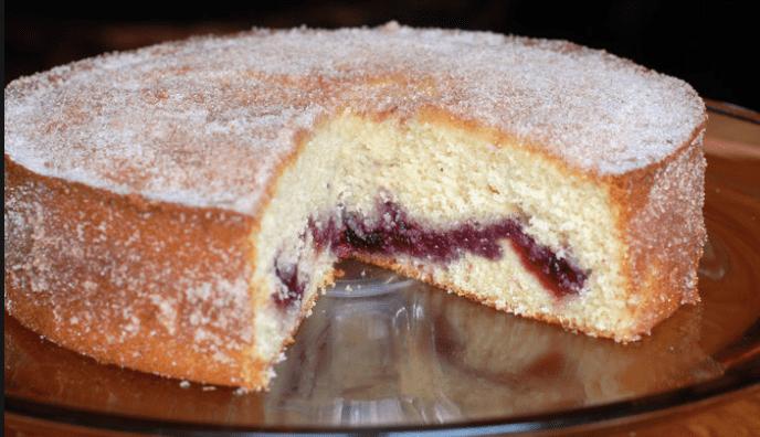 torta allo yogurt con marmellata di ciliegie