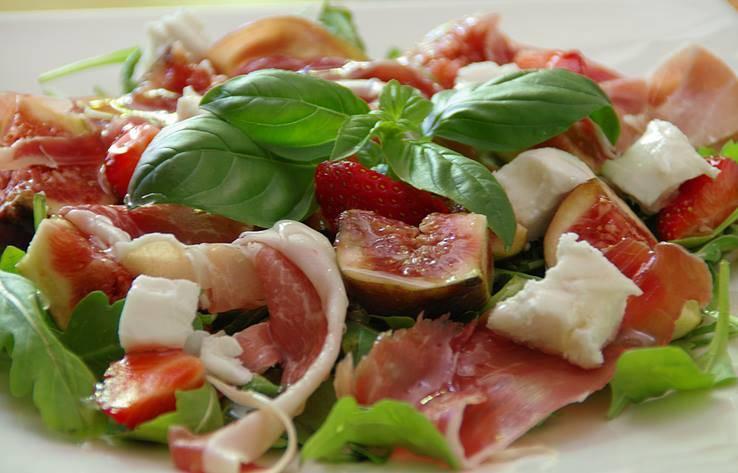 Insalata di Fichi, Mozzarella e Prosciutto