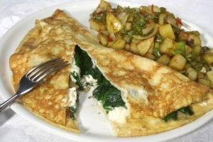 omelette ripiena di spinaci e mozzarella