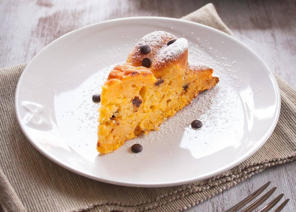 torta di zucca con nocciole e cioccolato