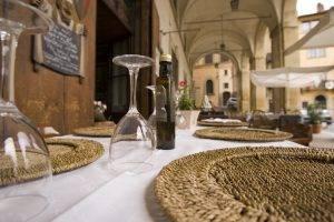 Arezzo, ristoratore perde la testa e picchia un cliente