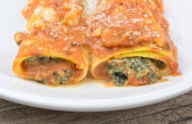 Cannelloni ricotta e spinaci al sugo