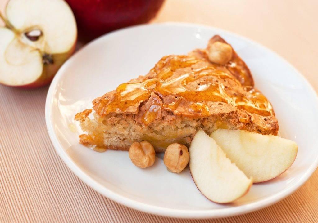 crostata di mele veloce con nocciole