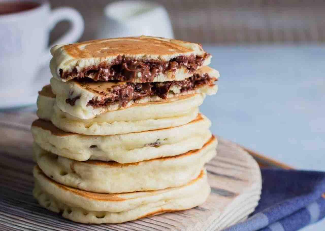 Ricetta Pancake Benedetta Rossi.Pancakes Alla Nutella Un Esplosione Di Golosita Per La Colazione