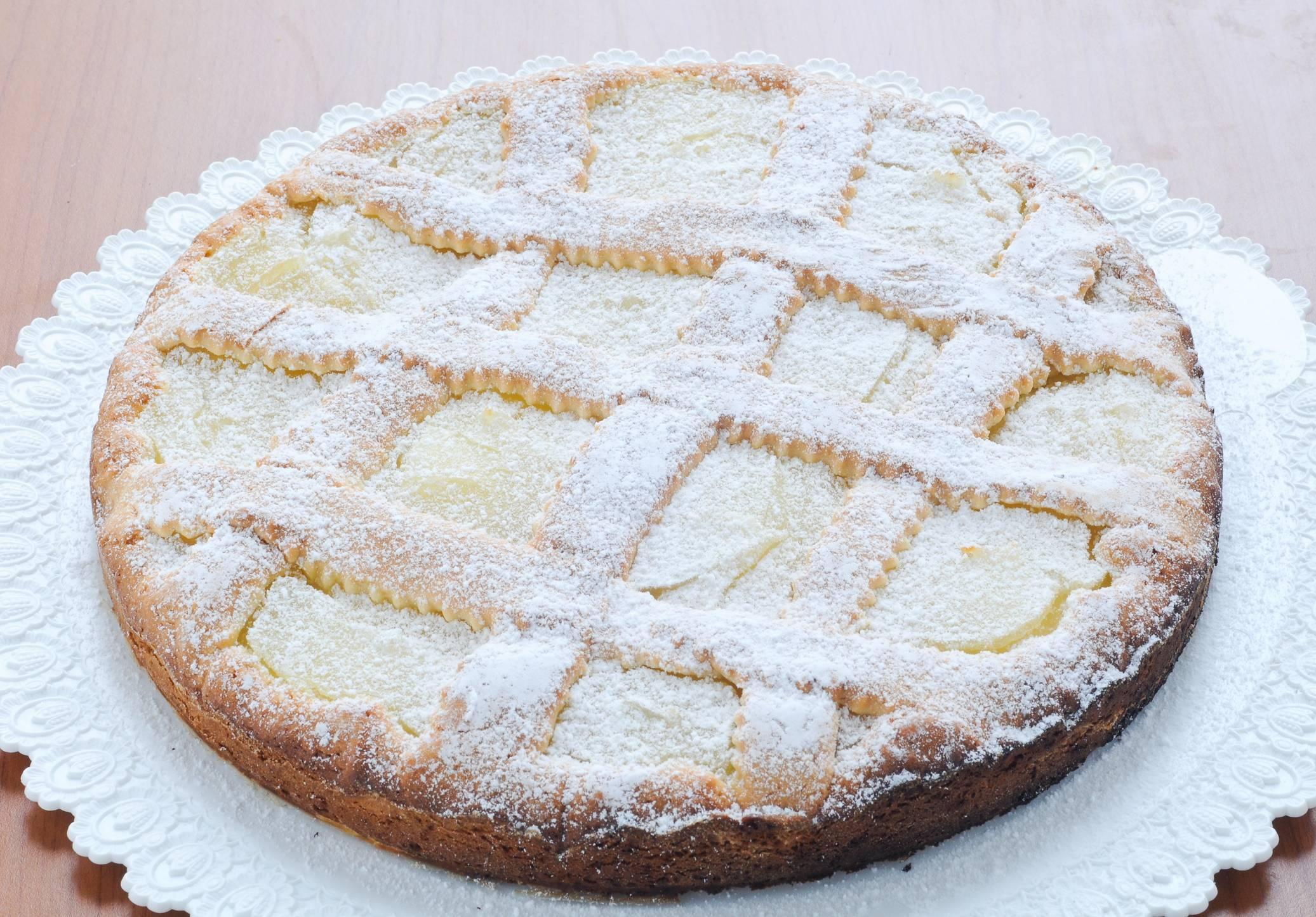 Crostata con crema al limone e mandorle