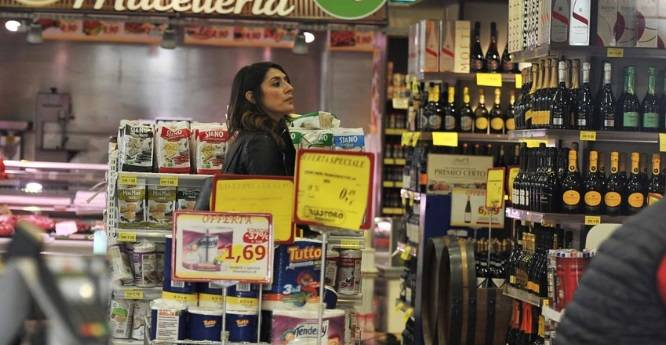 Elisa Isoardi e la sua spesa da single - Foto Oggi