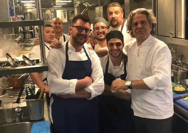 Giorgio Locatelli con lo staff della Locanda