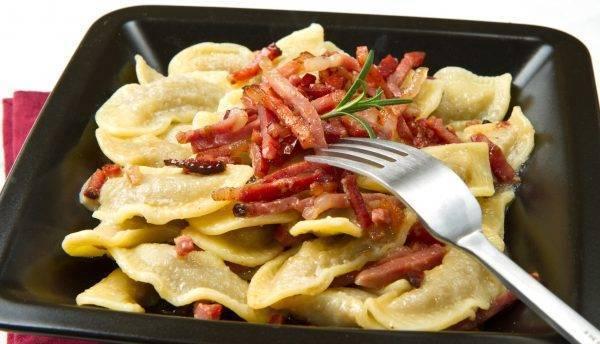 casoncelli con burro salvia e pancetta croccante