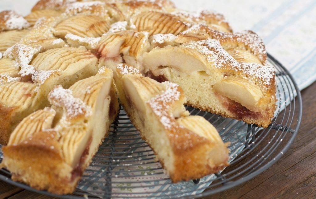 torta di mele e marmellata