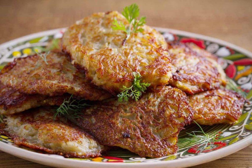 Frittelle di patate con tomino ed acciughe