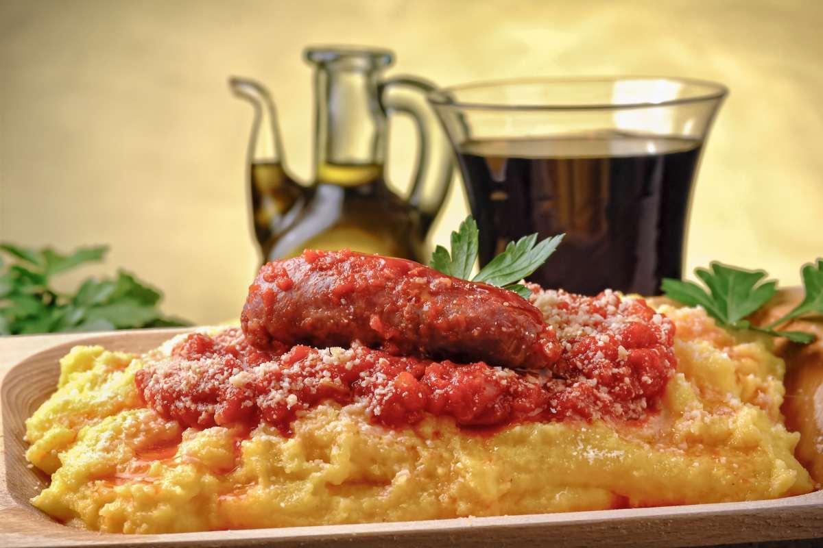 Polenta con Salsicce e Formaggio
