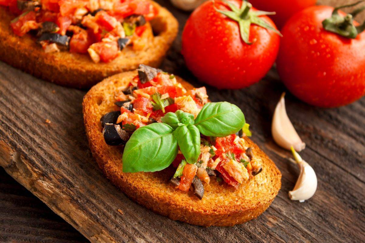 Bruschette al pomodoro e tonno - ricettasprint.it