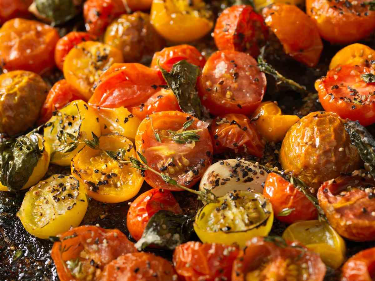 Pomodori in padella con aglio ed origano - FOTO: Ricettasprint.it