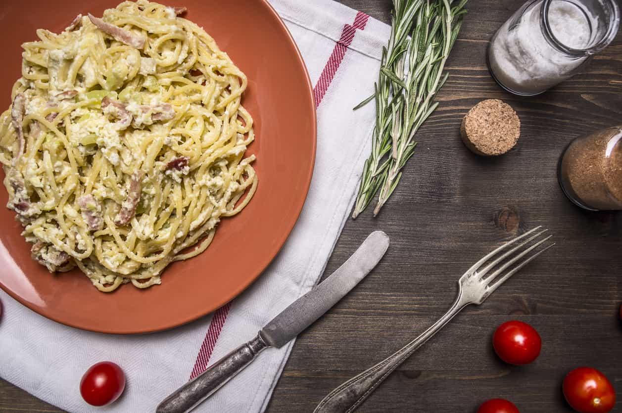 Pasta zucchine, ricotta e speck
