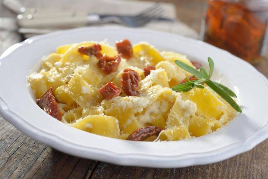 pasta alla Alfredo con pomodori secchi - ricettasprint.it