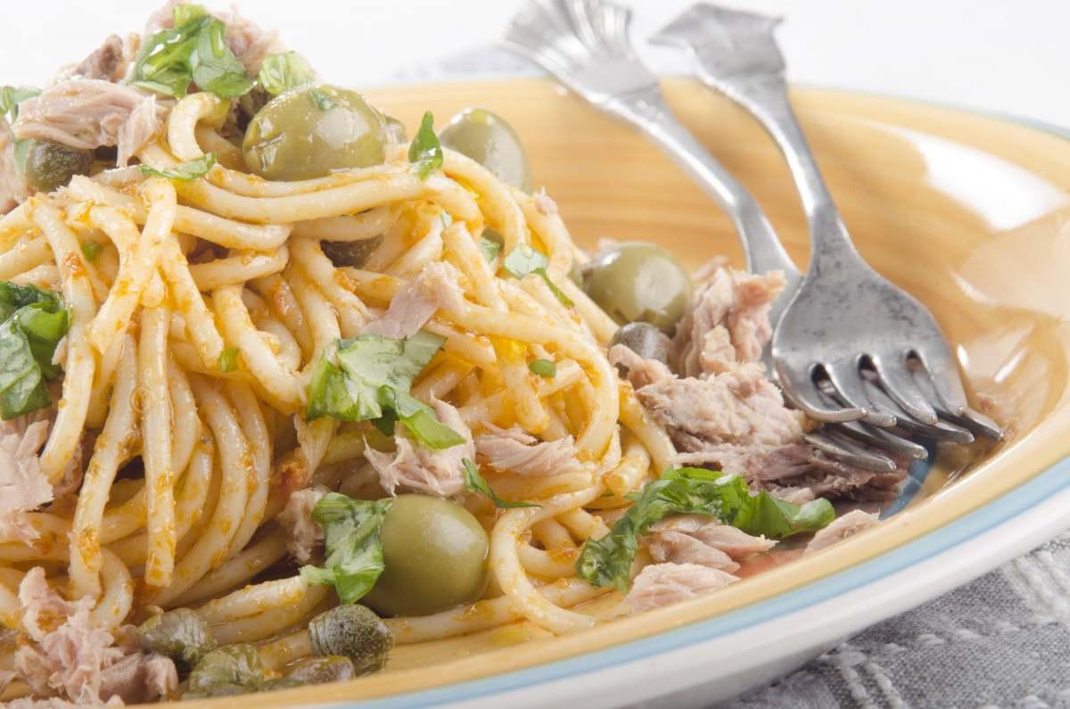 Spaghetti mollica e tonno - ricettasprint.it