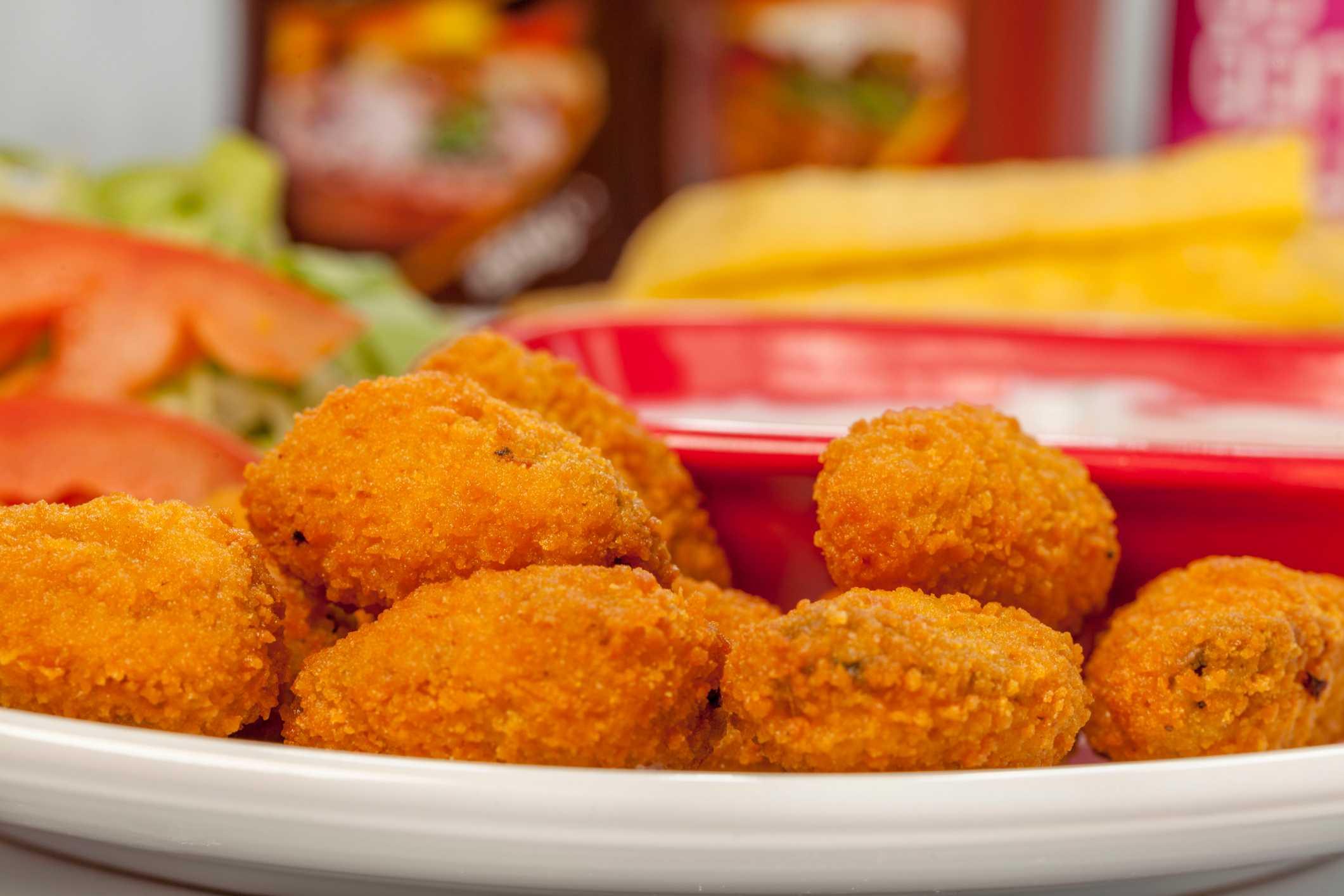 Spiedini di mozzarella e acciughe fritti - ricettasprint.it