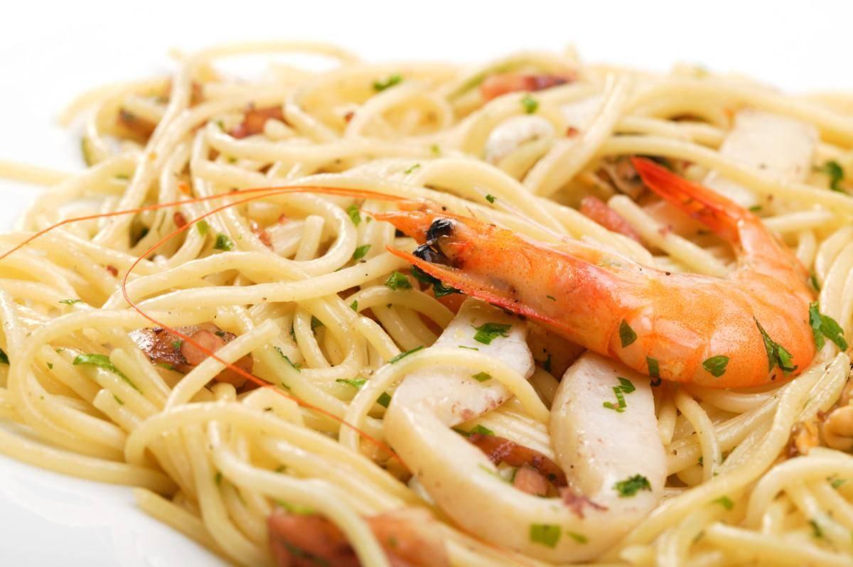 Spaghetti di pesce senza pomodoro