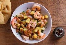 insalata veloce di patate croccanti e gamberi - ricettasprint.it