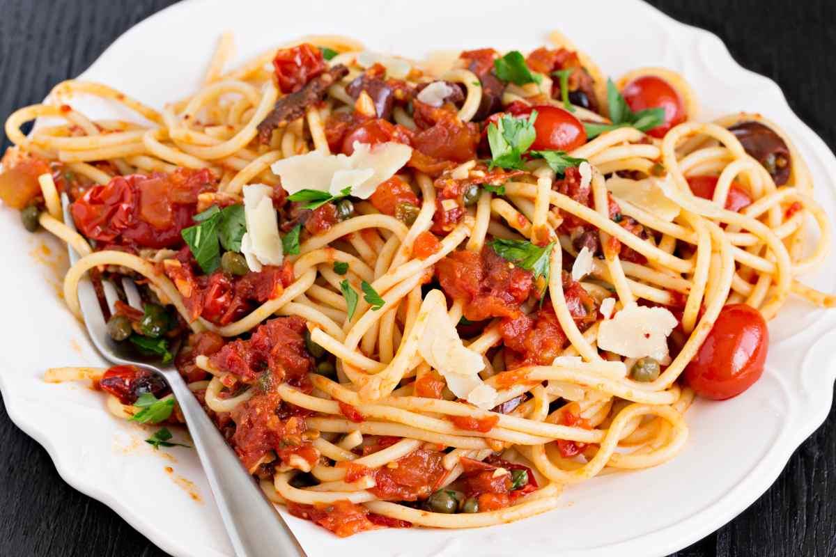 pasta con sugo alla siciliana - ricettasprint.it