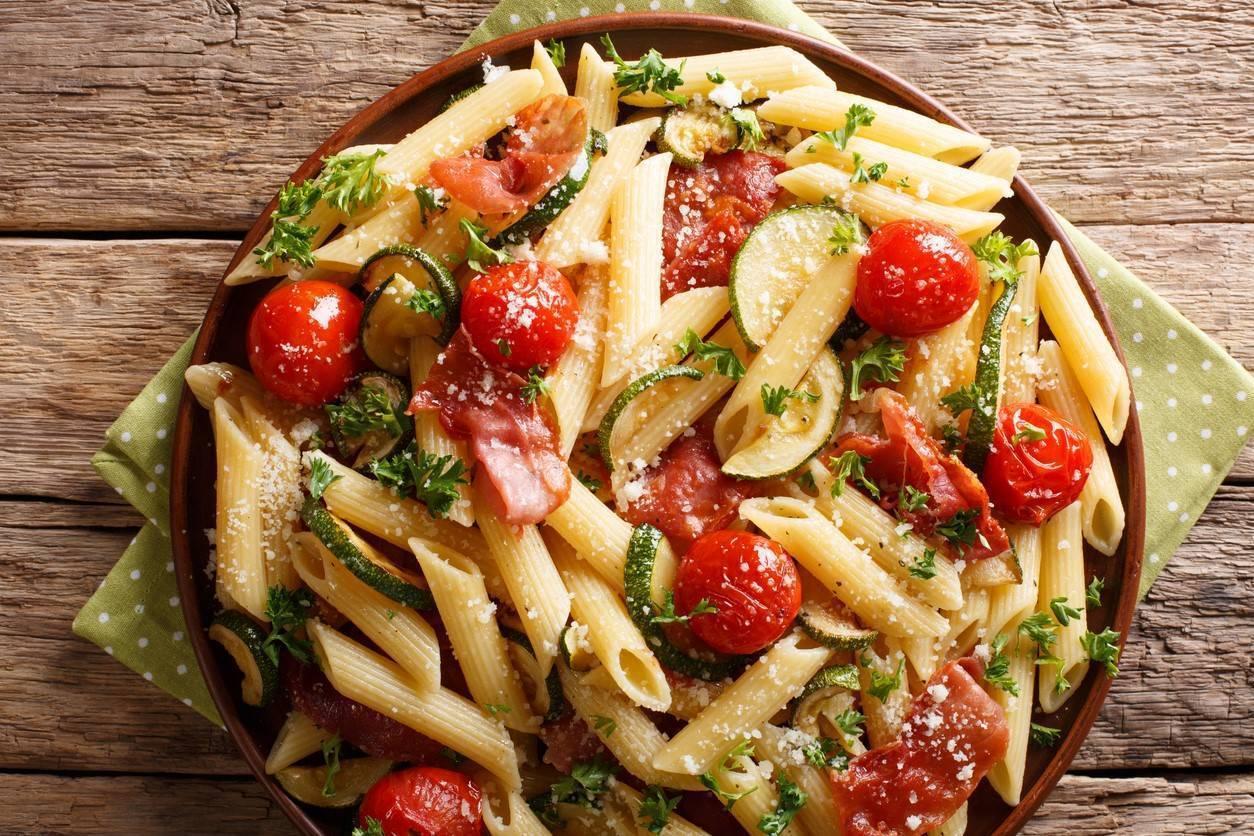 Penne con Zucchine, Prosciutto e Pomodoro