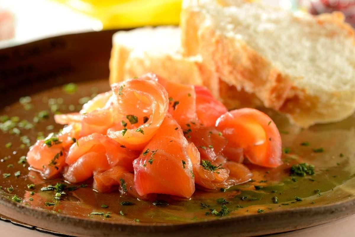 Salmone marinato con zenzero e lime - ricettasprint.it