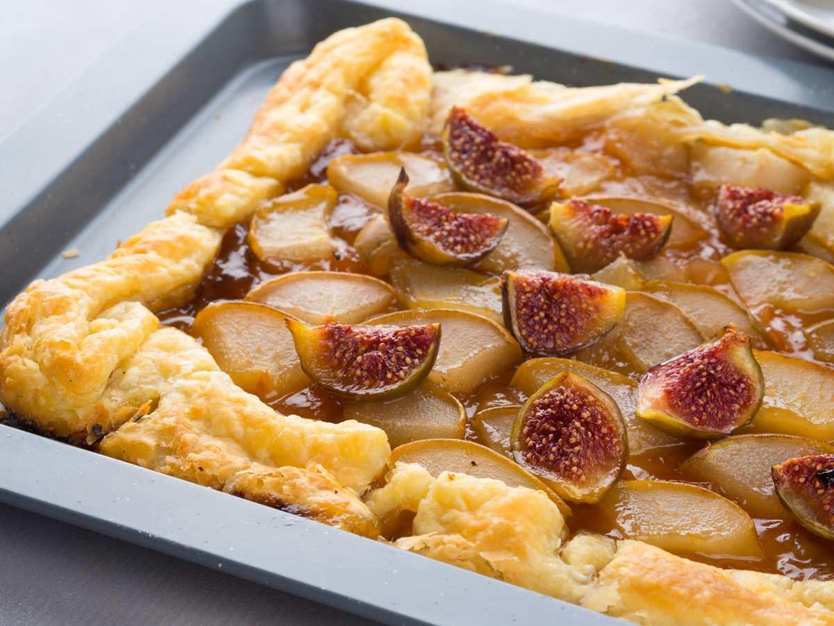 Torta sfogliata veloce alle pere e fichi - ricettasprint.it