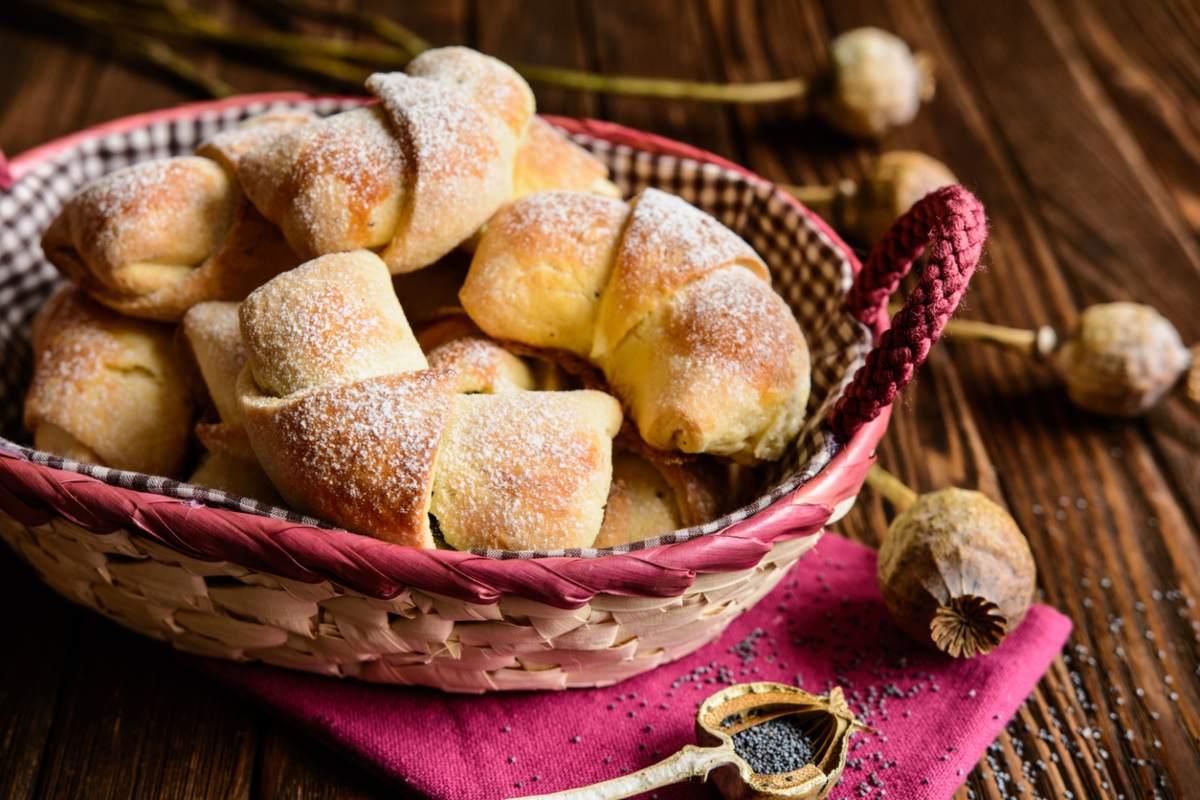 Cornetti di pasta frolla con ripieno di nutella
