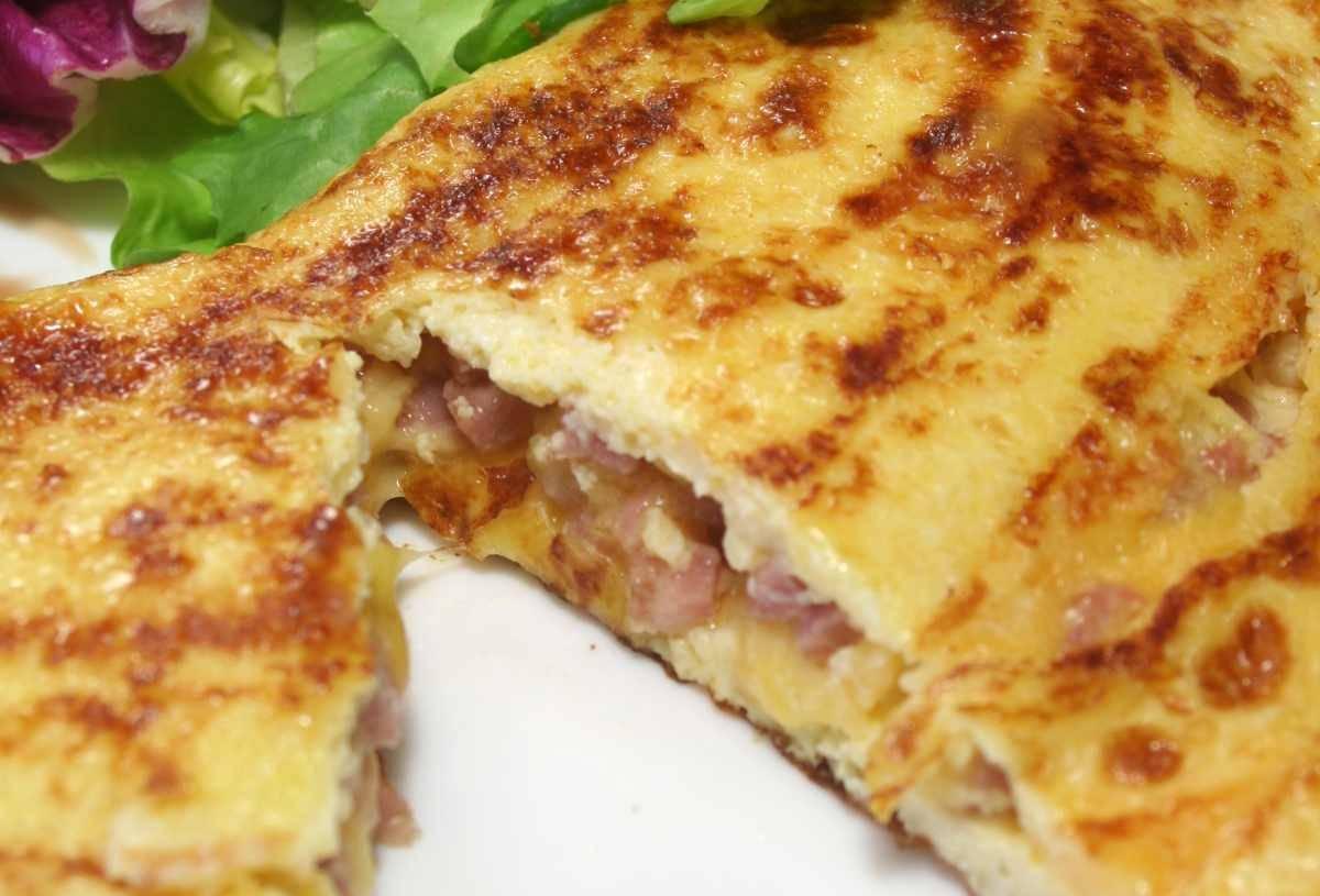 Frittata ripiena al prosciutto e formaggio - ricettasprint.it