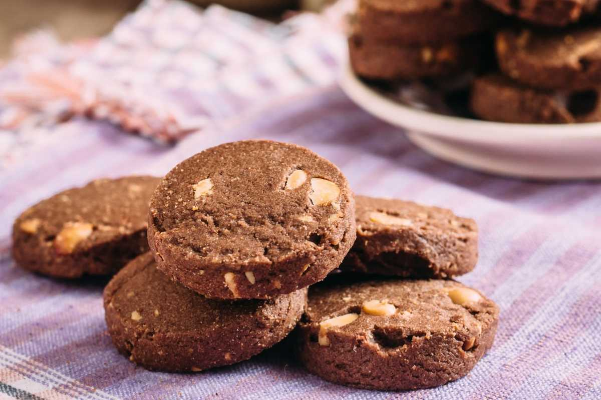 Biscotti di farro con nocciole e cioccolato