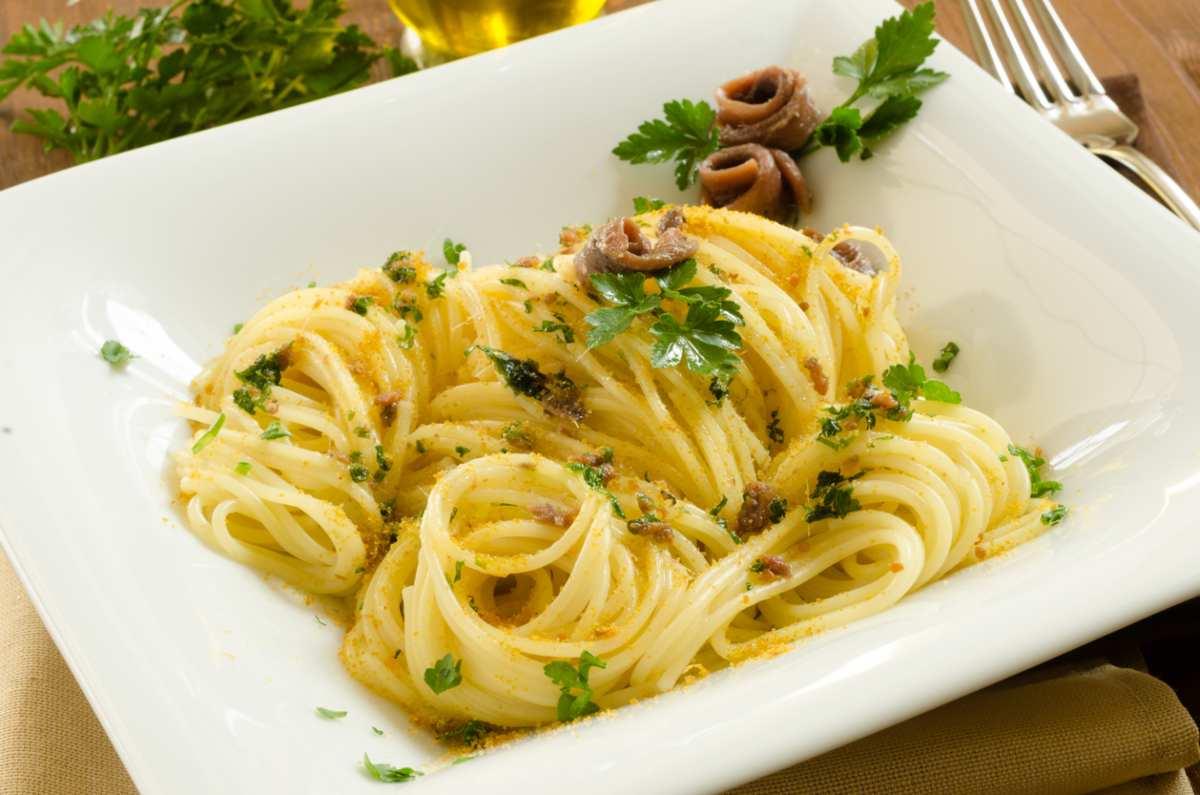 Spaghetti con acciughe e prezzemolo