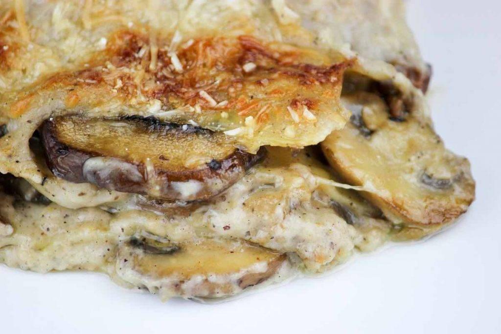 lasagne con besciamella e funghi